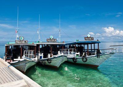 Warren-Baverstock---Wakatobi-dive-boats-at-resort-jetty